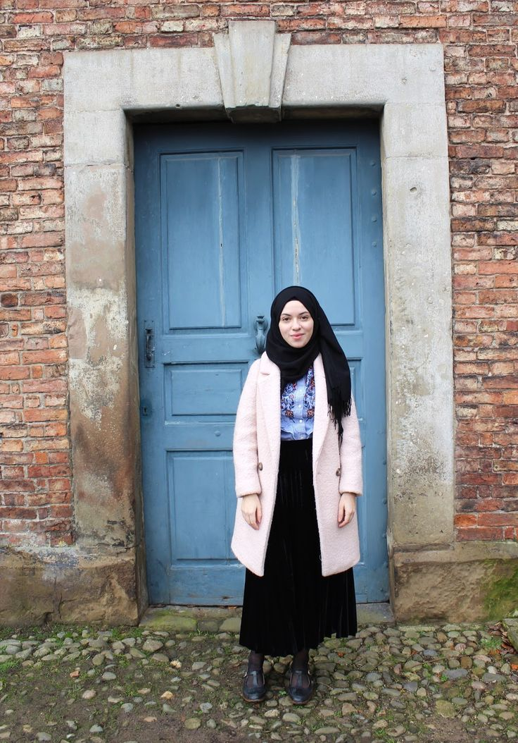 Vintagonista vintage: 2016 trends, vintage hijab style, black velvet skirt, embroidered ruffled blouse, victorian inspired, vintage inspired, zara, modest style, vintage style, pink oversized coat, street style