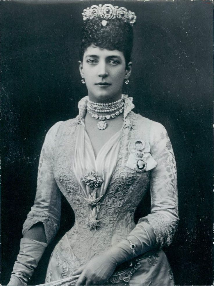 Vintage Photography: Alexandra of Denmark - Princess of Wales, Mids 1880s - She was later queen-empress consort as the wife of King George the VII of the United Kingdom - found at http://retro-vintage-photography.blogspot.com/2011/06/pss-alexandra-of-wales-mids-1880s.html#