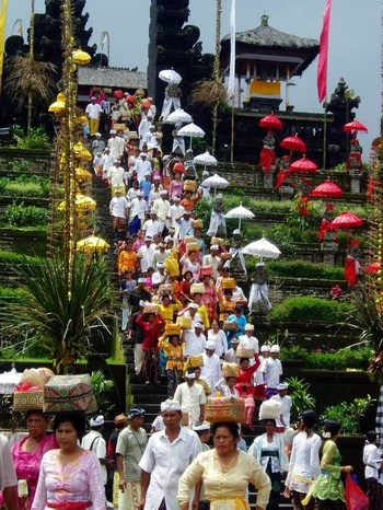 Hindu ceremony at Pura Besakih ... temple on the volcanic Mount Agung ... Bali, Indonesia
