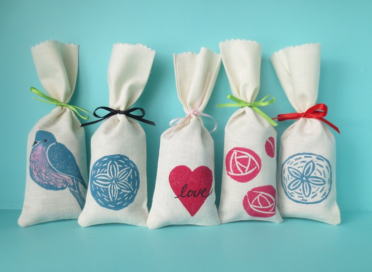 Sachets made from hemp and organic cotton. Filled with french lavender. Block printed.