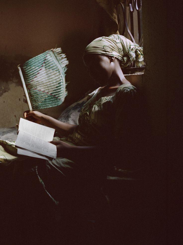 Elles portent le voile, sont musulmanes, vivent au pays de Boko Haram... et publient des romans d'amours subversifs. L'exposition Diagram of The Heart, présentée dans le magazine Grazia actuellement en kiosque, nous emmène à la rencontre de ces in...