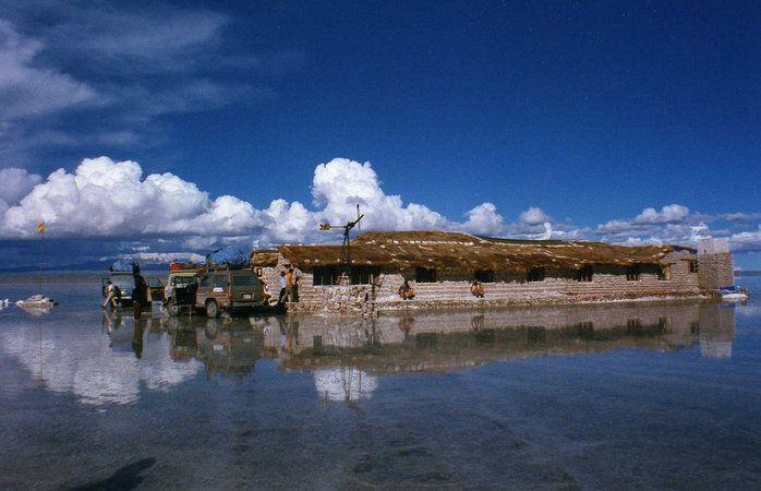 O hotel de sal desativado do Salar de Uyuni, na Bolívia © Leonora Enking #Bolivia #momondo