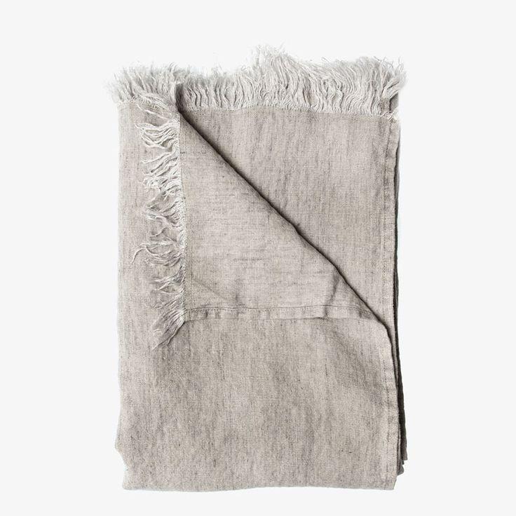 Pledd fra Himla. Levelin er et linpledd som kan brukes som duk, sengepledd, sofapledd, gardin, eller kanskje på stranden?