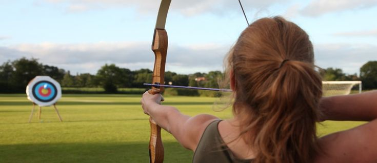 Welcome to Birds Hill Days Birds Hill Days brings countryside sports to you. We're based near Taunton in Somerset, at Bardon Manor. However, if you have the space, there's no limit on the distance we can travel to provide archery, pistol shooting, clay shooting or fencing at your: We also provide a safe first experience …
