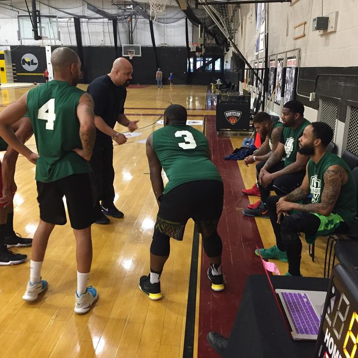 Penn Wood tryna find a solution to stop James Jones aka Lil Doo from scoring 50 & he gets 46 #NoManIsSafe #HideDaWomenNkids #JamesJonesHere  #Week4 #SidelineSnaps  #TagYourself #TagYourFriends  @alumleague #thealumnileague  #Philly #basketball #basketballref  #TheAlumniLeague #ThisAintNoRecLeague #ProfessionalismIsEverything #WatchUsWork