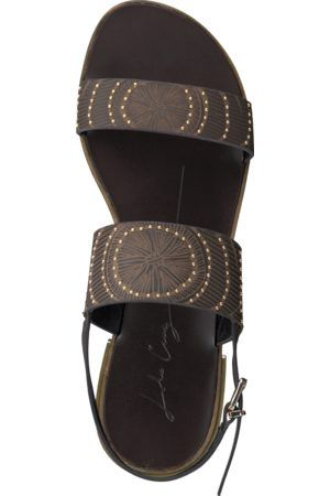 Awesome sandalen 293Z16BK met gave details van het merk Lola Cruz! Deze beauty is helemaal van leer (zelfs de zool) en afgewerkt met gouden studs, een mooie print en een gouden hakje van 1,5 cm. Heel fashionable! Combineer 'm met al jouw mooie zomeroutfits.