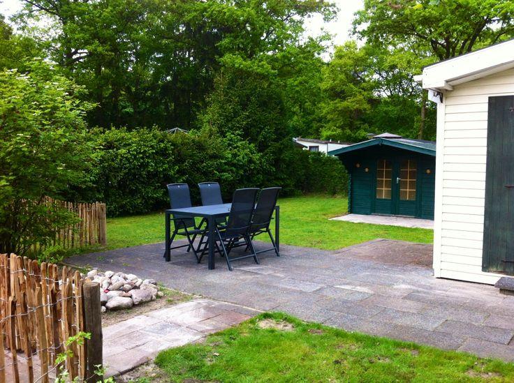 We hebben een hele ruime omheinde tuin bij www.chaletmarkelo.nl. Altijd een schaduwplek en voldoende ruimte om te spelen. #markelo #hofvantwente #overijssel