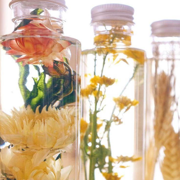 思わず見とれる美しさお花を閉じこめた飾る植物標本ハーバリウム