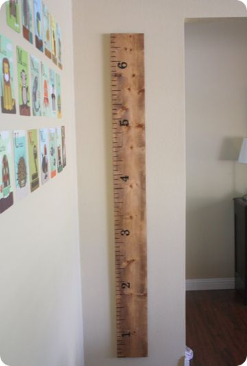 Awesome tutorial for measuring the kids' growth! Ruler Growth Chart: Pottery Barn