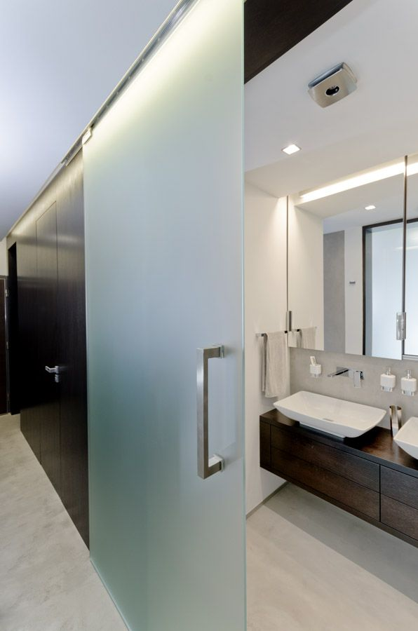 oooox na hvezdarne glass sliding door to bathroom