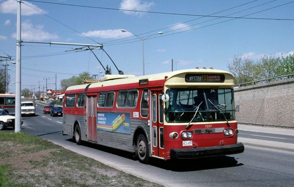 Toronto Flyer trolleybus in 1987