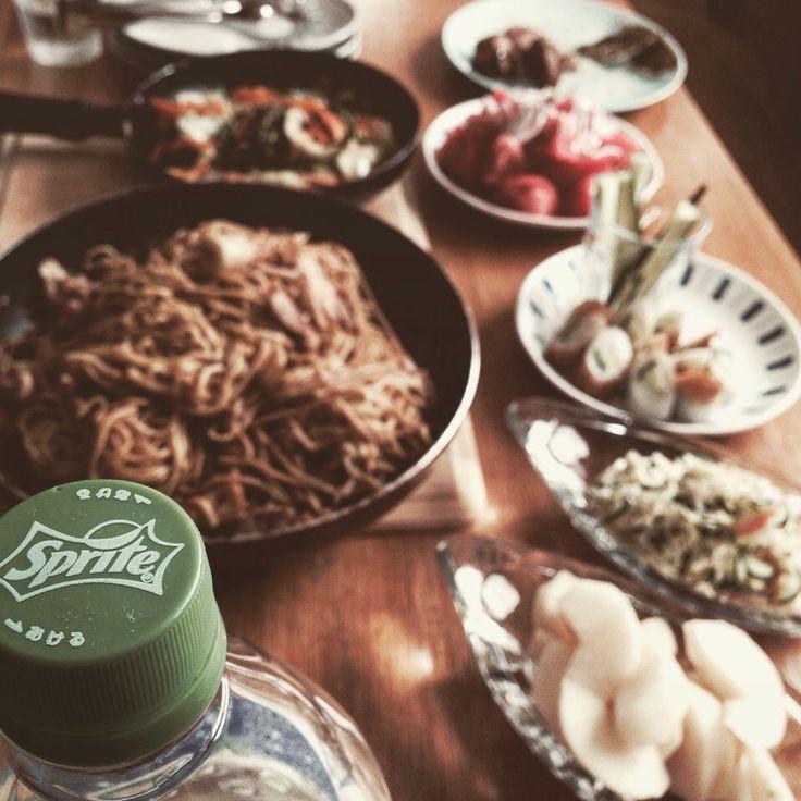 Imanaka Yukiko's dish photo 焼きそばパーティー | http://snapdish.co #SnapDish #夏バテ&熱中症対策料理2016 #お誕生日 #朝ご飯 #野菜料理 #焼きそば
