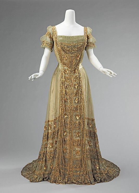 American ball gown (1910) by Mrs. Osborn Company made of silk