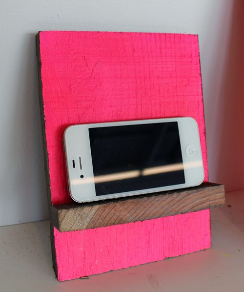 scrap wood phone stand: Phone Stand, Diy'S, Phones Holders, Phonestand, Diy Phones Stands, Diy Phones Ideas, Woods Phones Stands, Diy Projects, Scrap Woods