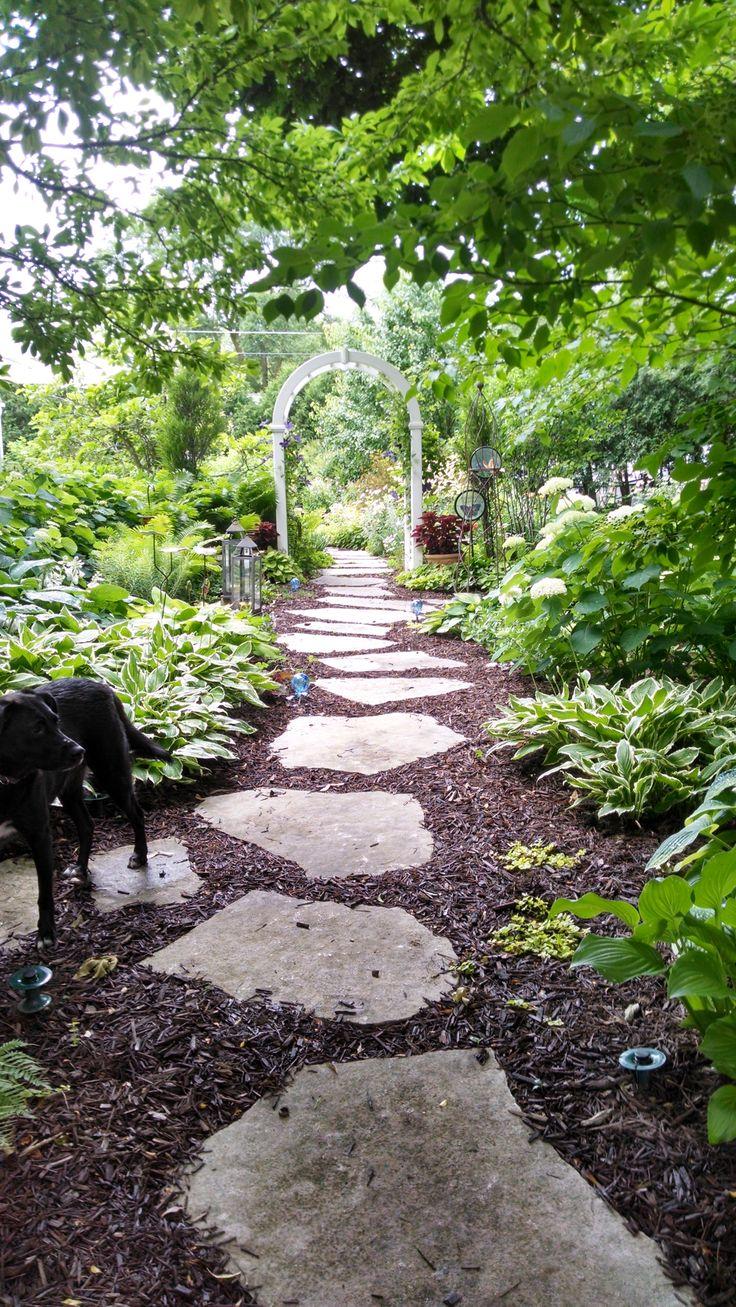 Best 25+ Mulch landscaping ideas on Pinterest   Sidewalk ...