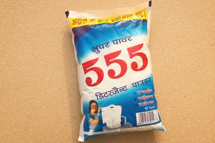 インドのお母さんイメージ やっぱりサリー  ベトナムだと333がビール タイだと555で笑笑笑 インドは555が洗剤ふむ . . #india #lifeinindia #life #travel #supermarket #shopping #design #kitsch #インド #インド暮らし #スーパーマーケット #旅 #日用品 #パッケージ #デザイン #キッチュ #レトロ