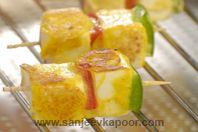 Paneer Ke Tinke: Attractive food breaks the ice at any party and starters set the pace…paneer on sticks will definitely do wonders.