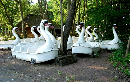 Spree Park: Tide Wait, Abandoned Amusement, Abandoned Outside, Fun Parks, Spree Parks, Amusement Parks, Haunted Abandoned Forgotten, Spreepark Swan, Abandoned Places