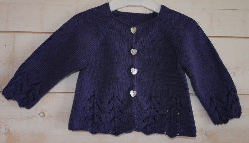 Pour une petite fille qui vient de naitre, j'ai tricoté un cardigan en taille 6 mois Il s'agit du modèle 13 du catalogue Phildar n°35, Layette printemps-été 2010 J'ai utilisé un coton que j'aime beaucoup Brown sheep Cotton Fine