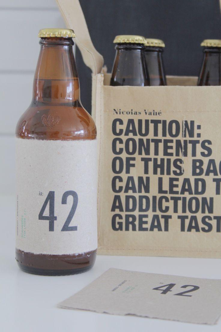 Hjemmebrygget øl i gave til en 42 åring, med egenlagde etiketter.