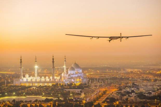Keindahan Saat Pesawat Tenaga Surya Solar Impulse 2, Mulai Keliling Dunia