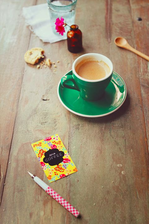 "FREE Printable ""Let's Do Coffee"" Cards » Eat Drink Chic: Coff Cards, Coffee Date, Eating Drinks, Coffee Cards, Drinks Chic, Coffee Time, Cards Diy, Free Printable, Coffee Corner"