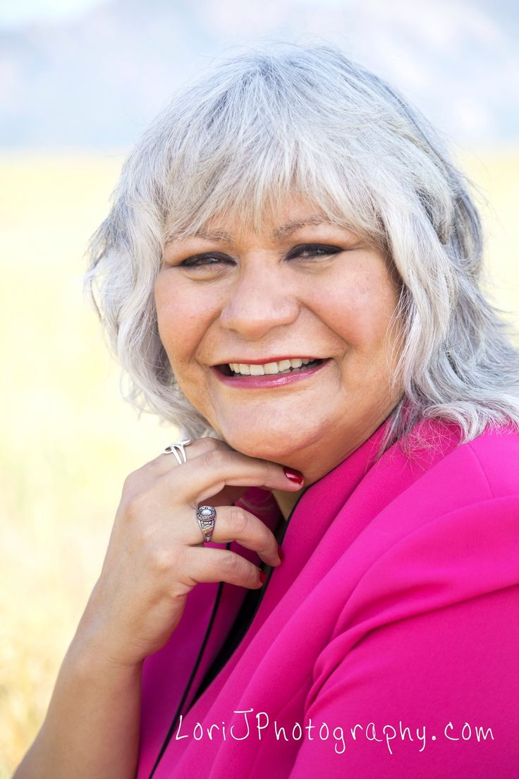 Headshots with a mountain view, what a great way to incorporate your personlity into your business. denver Lifestyle photographer Lori J Photography