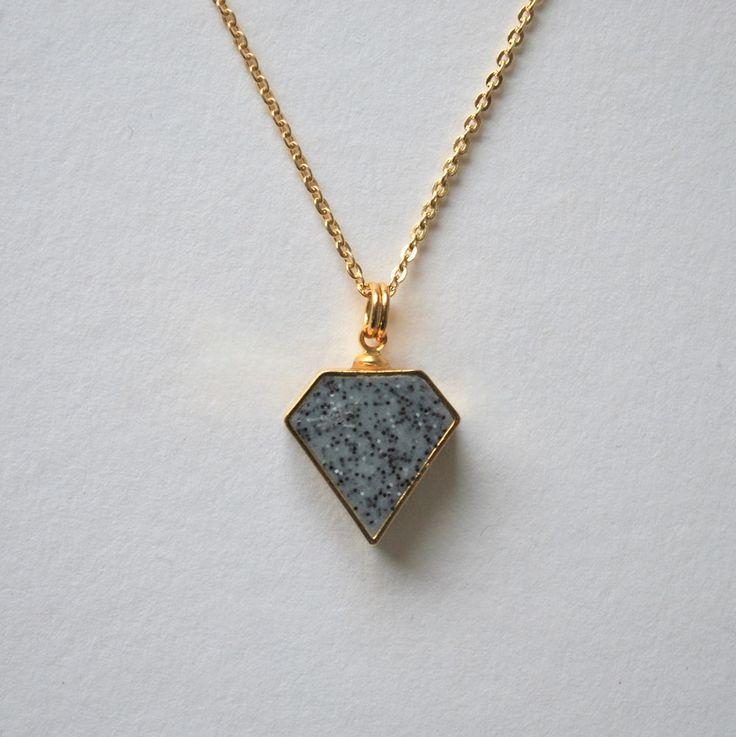 Halsband Diamant granit/guld med kedja.