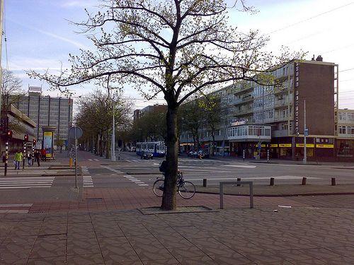 Peperbus bij plein 40-45/ Slotania in Amsterdam Slotermeer