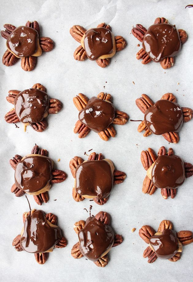 Vegan Chocolate Caramel Turtle Clusters - a five minute vegan caramel sauce drizzled over, crunchy toasted pecans and topped with dark chocolate shell. Only 7 ingredients! Paleo + Vegan