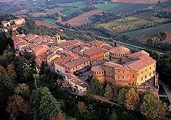 Foto aerea del Borgo Medievale. Fo   Dozza (Bologna), uno dei borghi più belli d'Italia.