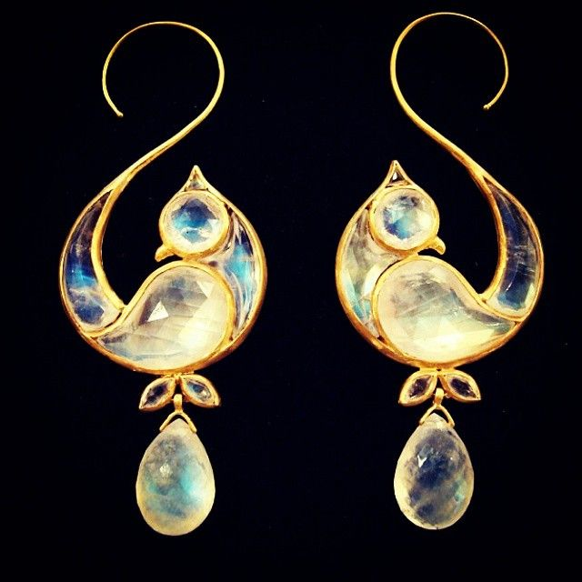 "munnugempalace!!! #rainbowmoonstone ""love bird"" #earrings with precious #gold…"