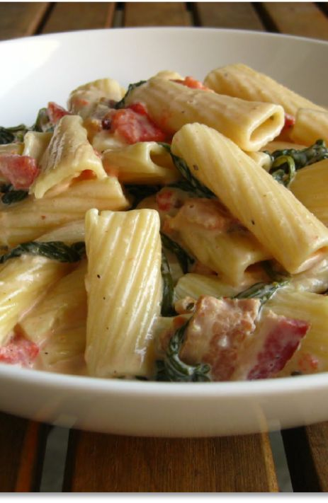 Low FODMAP and Gluten Free Recipe - Chicken, bacon and basil pasta - (Update) - http://www.ibssano.com/low_fodmap_recipe_chicken_bacon_basil_pasta.html