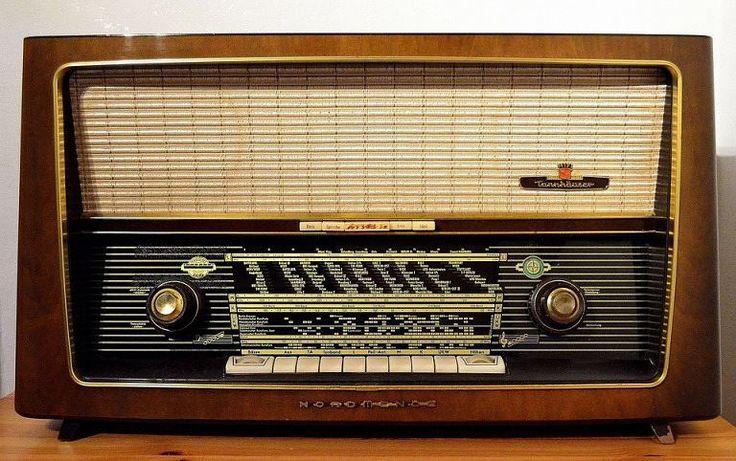 Funciones de la Radio (Video)  Génesis Ramírez  @GeneMariam21  Definición de la radio.  Funciones de la radio.  Características de la Radio.  Importancia de la radio.  Función social de la radio ciudadana  Realizado bajo el programa dePowToon  Imagen recupera dePixabay  http://ift.tt/2nSrYxZ