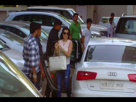 Ameesha Patel visits Galaxy Apartment to meet Salman Khan.