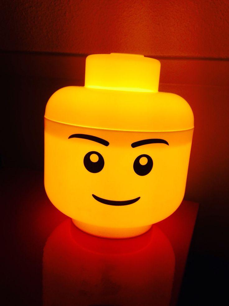 Zelf een Lego nachtlampje gemaakt! Staat super op de lego slaapkamer van onze zoon!