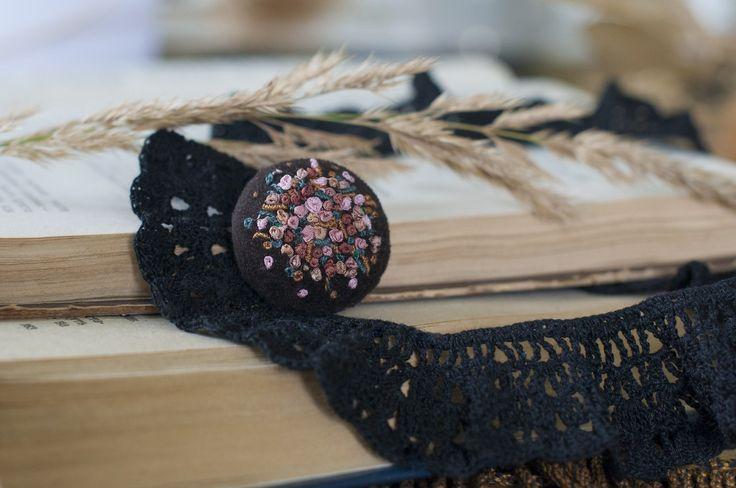 Авторские украшения Olesya Vanina. Ручная вышивка, бархат, шелковые ленты и нити. https://instagram.com/olesyavanina/ http://vk.com/olesyavanina Фото @irinasukhorukova