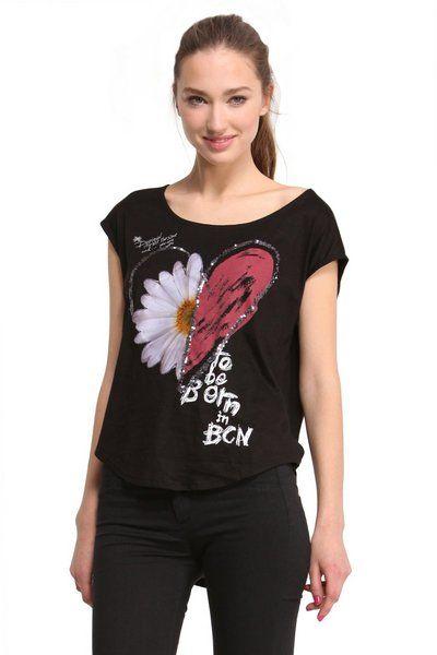 T-shirt da donna Desigual modello Desi. Cuore o margherita? Entrambi! Due dei simboli più caratteristici di Desigual, uniti in questa T-shirt smanicata. È un'anteprima della nuova collezione Why?