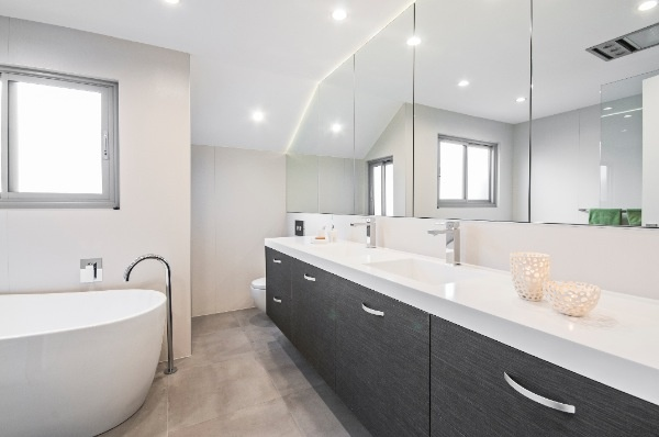 The purity of this design and its elegant shape perfectly complement the other elements of the bathroom.