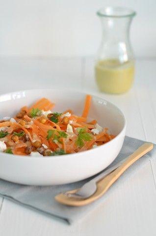 Kruidige wortelsalade met tahin dressing - Uit Pauline's Keuken