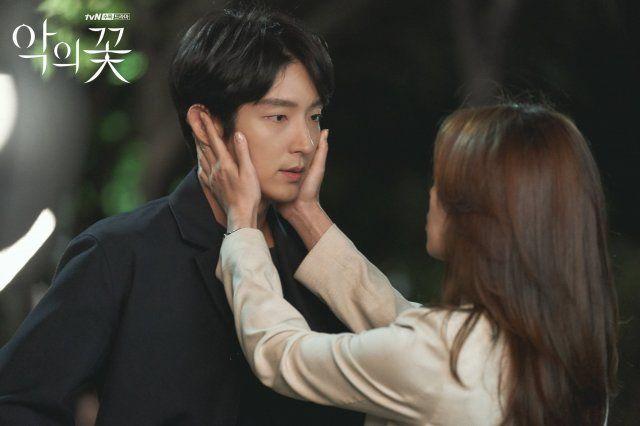 Photos New Stills Added For The Korean Drama Flower Of Evil In 2020 The Flowers Of Evil Korean Drama Joon Gi