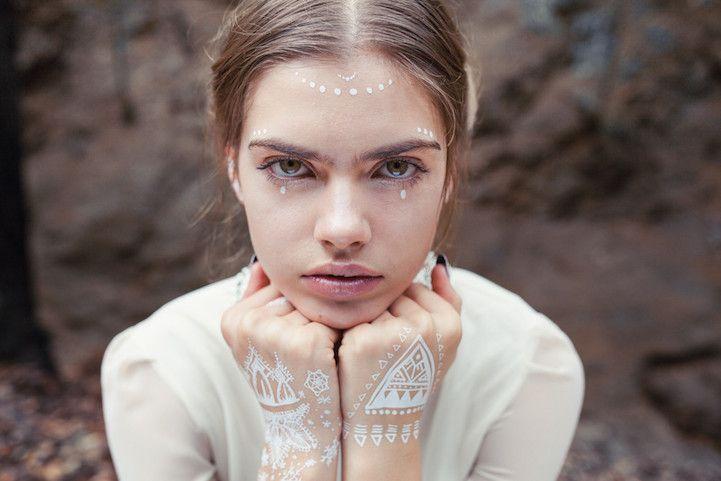 Kış Mevsimine Özel Desenleriyle Geçici Beyaz Dövmeler - http://www.aylakkarga.com/kis-mevsimine-ozel-desenleriyle-gecici-beyaz-dovmeler/