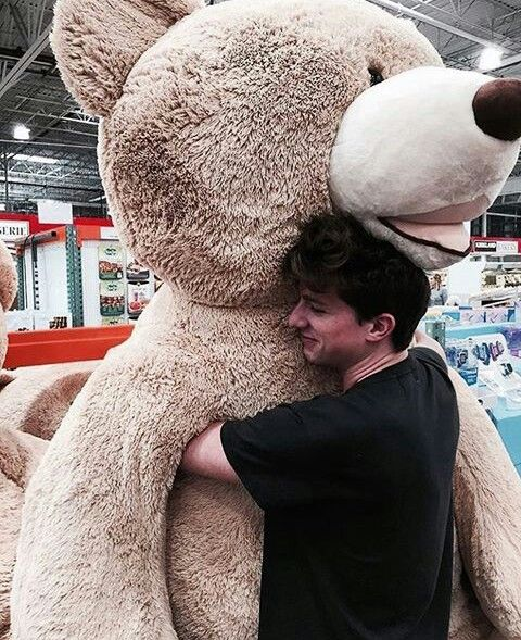 Awwwwww... So cute! I wanna be the bear to hug him!