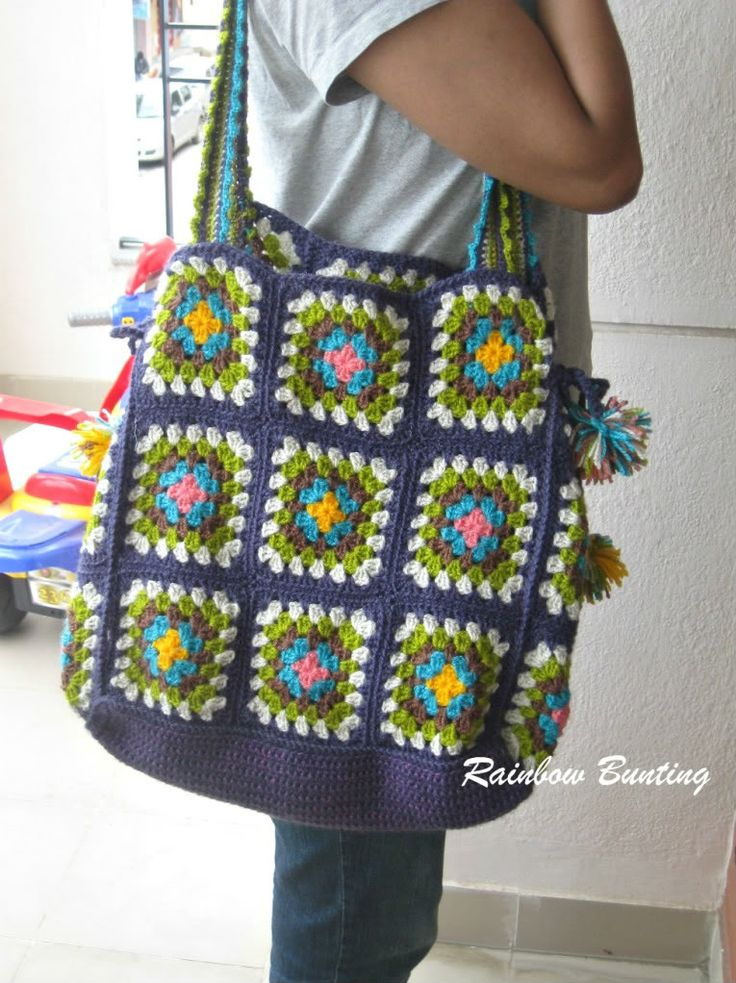 Crochet this granny square bag to take your crafting wherever you go! Tutorial by Rainbow Bunting. Try it out in Vanna's Palettes and Vanna's Choice.