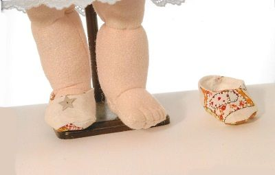 Tutorial Bambola-stoffa-scolpita-ago-piedi