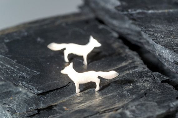 Small sterling silver fox earrings with sterling silver posts and ear nuts (one pair). They are also available in yellow or rose solid gold and you can choose between a matte or shiny finish.  The little fox is 14mm long and 7mm high.  This design was carved from wax and cast in solid gold.  Great Birthday or Anniversary gift.