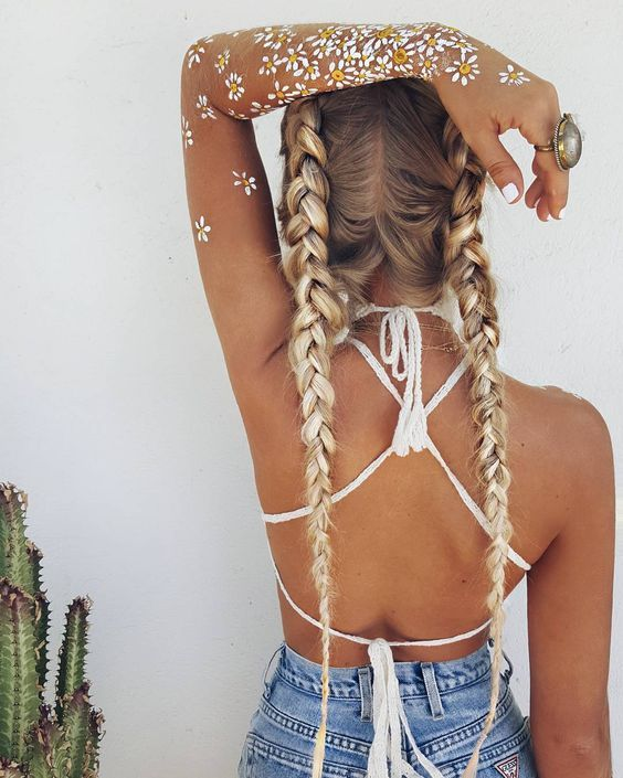 We are already thinking Coachella! I LOVE looking at these tropical,  bohemian and super Summery looks to get inspired! Even if you are not going  to Coachella these can easily work in any other festival, and during  holidays! I love to dressing like this during Summer and trying new  combinatio