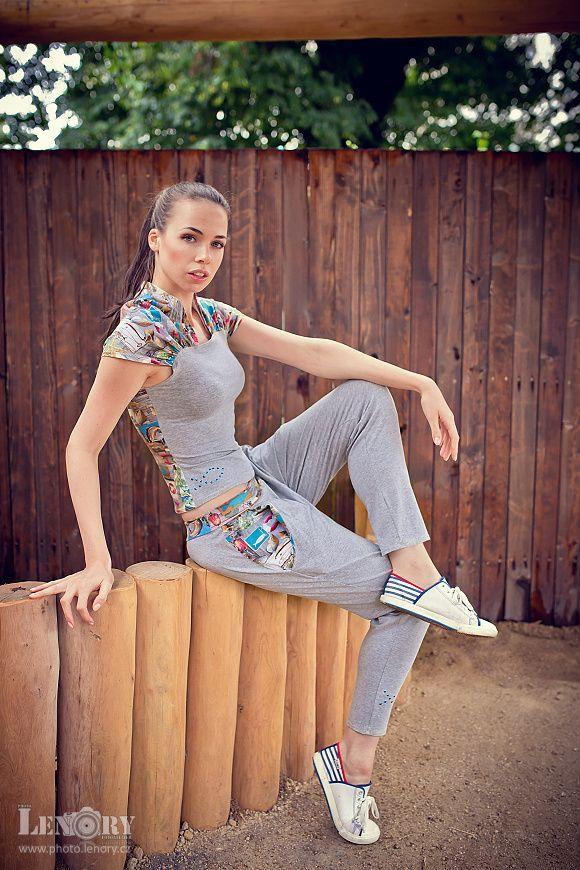 Collection INDIAN SUMMER focení pro módní návrhářku Meescha P modelka: Alex Belinger modelka: Kristýna Svobodová foto: www.photo.lenory.cz Radek Bašta a Lenka Baštová styling: http://www.meeschap.com/ prostor: http://www.mb-eko.cz/zahrada https://www.facebook.com/pages/Meescha-P/209989425712736?pnref=lhc