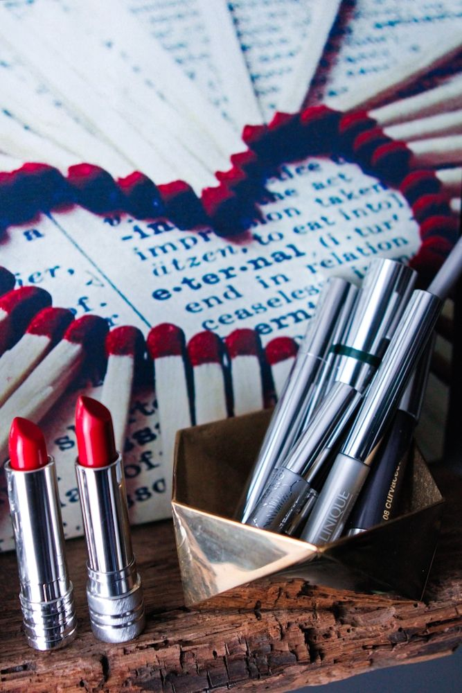 Perfect Lipstick for a New Year! http://eye-swoon.com/to-the-extreme/