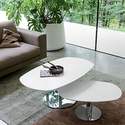 White, ultramodern 'Ambo' coffee table. Exclusive and unique design, great for a contemporary-furnished room. My Italian Living
